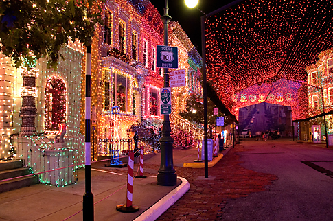 The Osborne Family Spectacle of Dancing Lights on the Streets of America in Hollywood Studios (photo by floridadeluxevillas.com)