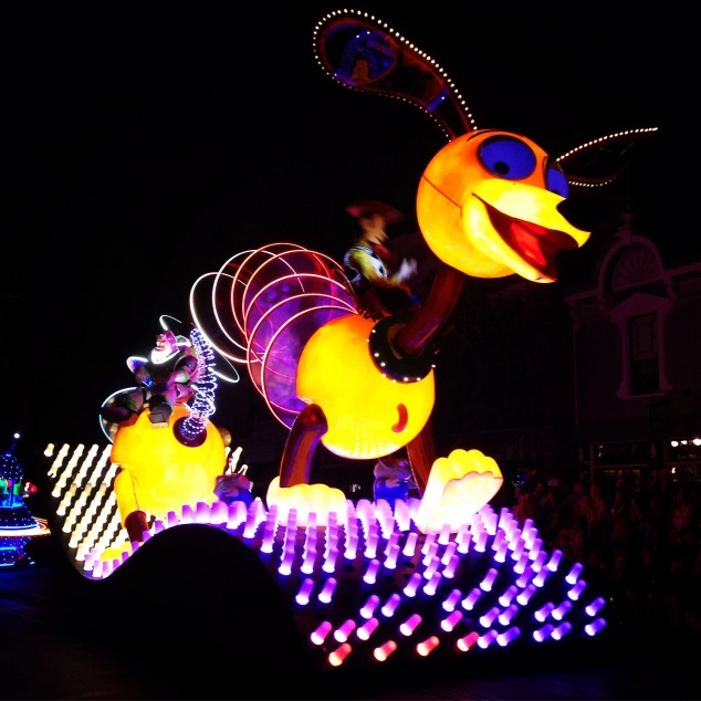Paint the Night Parade Slinky Dog
